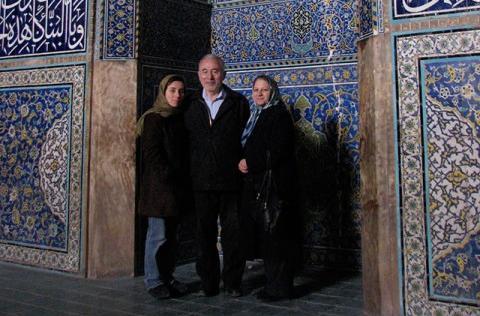 مریم میرزاخانی به همراه پدر و مادرش