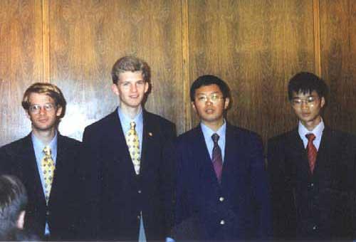 چهار نفری که در المپیاد جهانی سال ۲۰۰۱، امتیاز کامل آوردند.